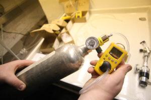 כיול גלאי גז על ידי תערובות גז כיול